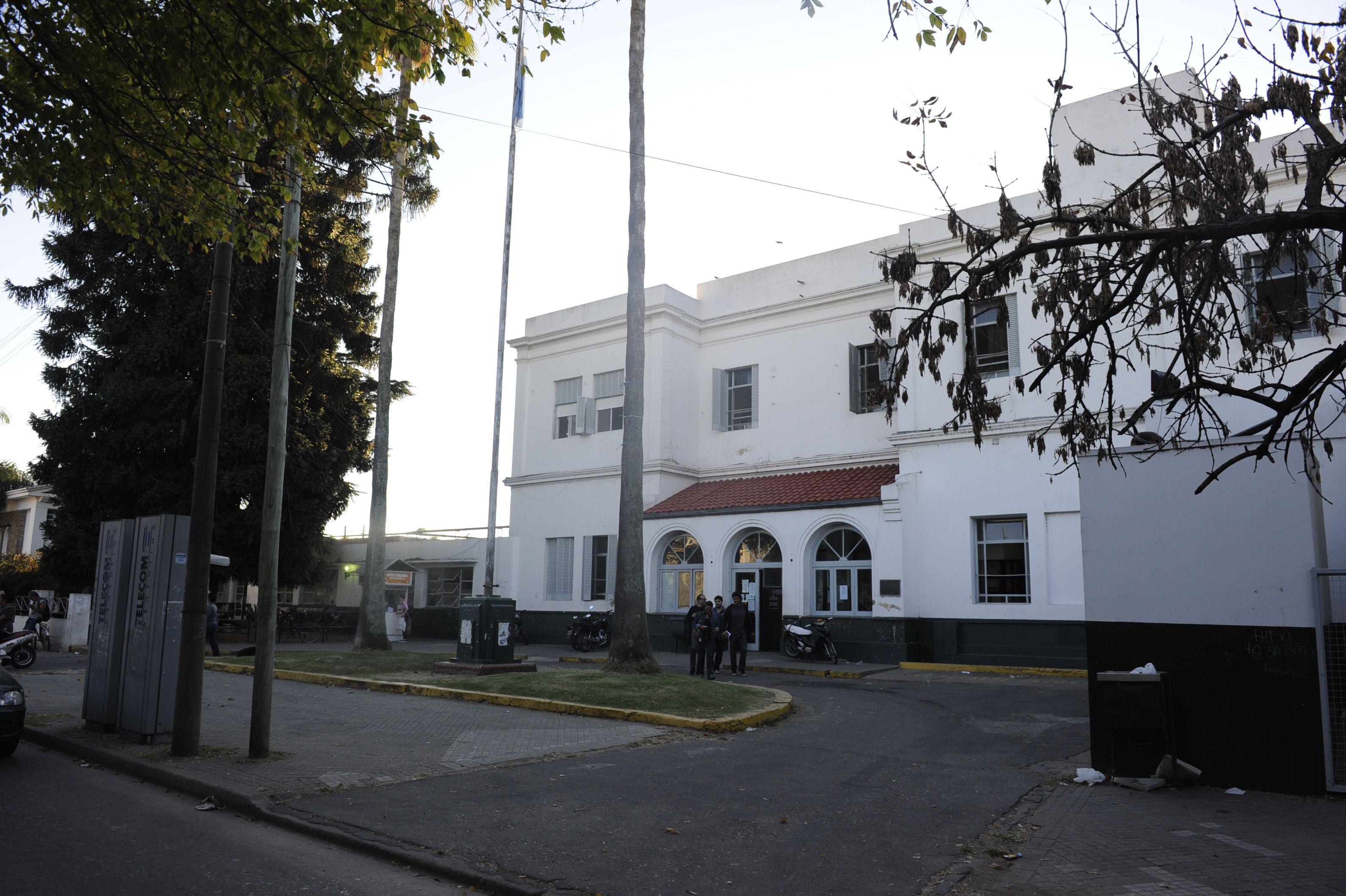 El Hospital Roque Sáenz Peña. Allí recibieron al hombre herido en la zona sur.