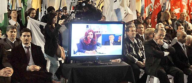 La presidenta ordenó la interna del PJ santafesino y avaló el acuerdo por la reforma fiscal.