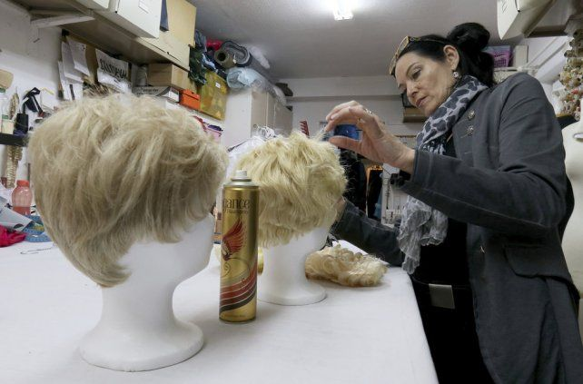 Los vendedores de pelucas rubias están de parabienes en el éxito de estilo Donald Trump.