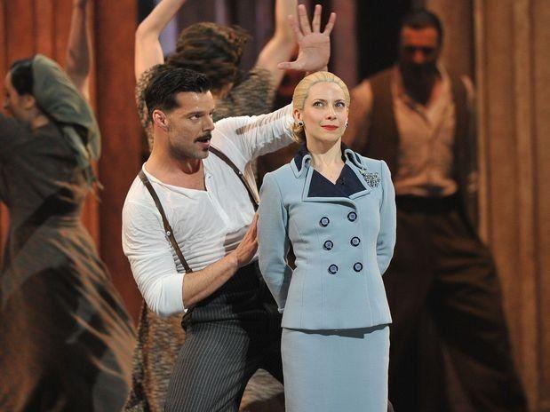 """Roger fue elegida por Andrew Lloyd Weber para interpretar el papel de Eva Perón en la ópera musical """"Evita"""" en el reestreno en Londres en 2006 y en el del 2012 en Nueva York, junto a Ricky Martin."""