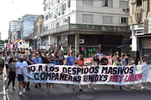 Trabajadores de Hey Latam se movilizaron en reclamo de sus puestos de trabajo