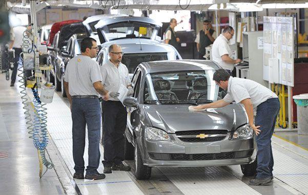 El sector automotriz se contrajo 6