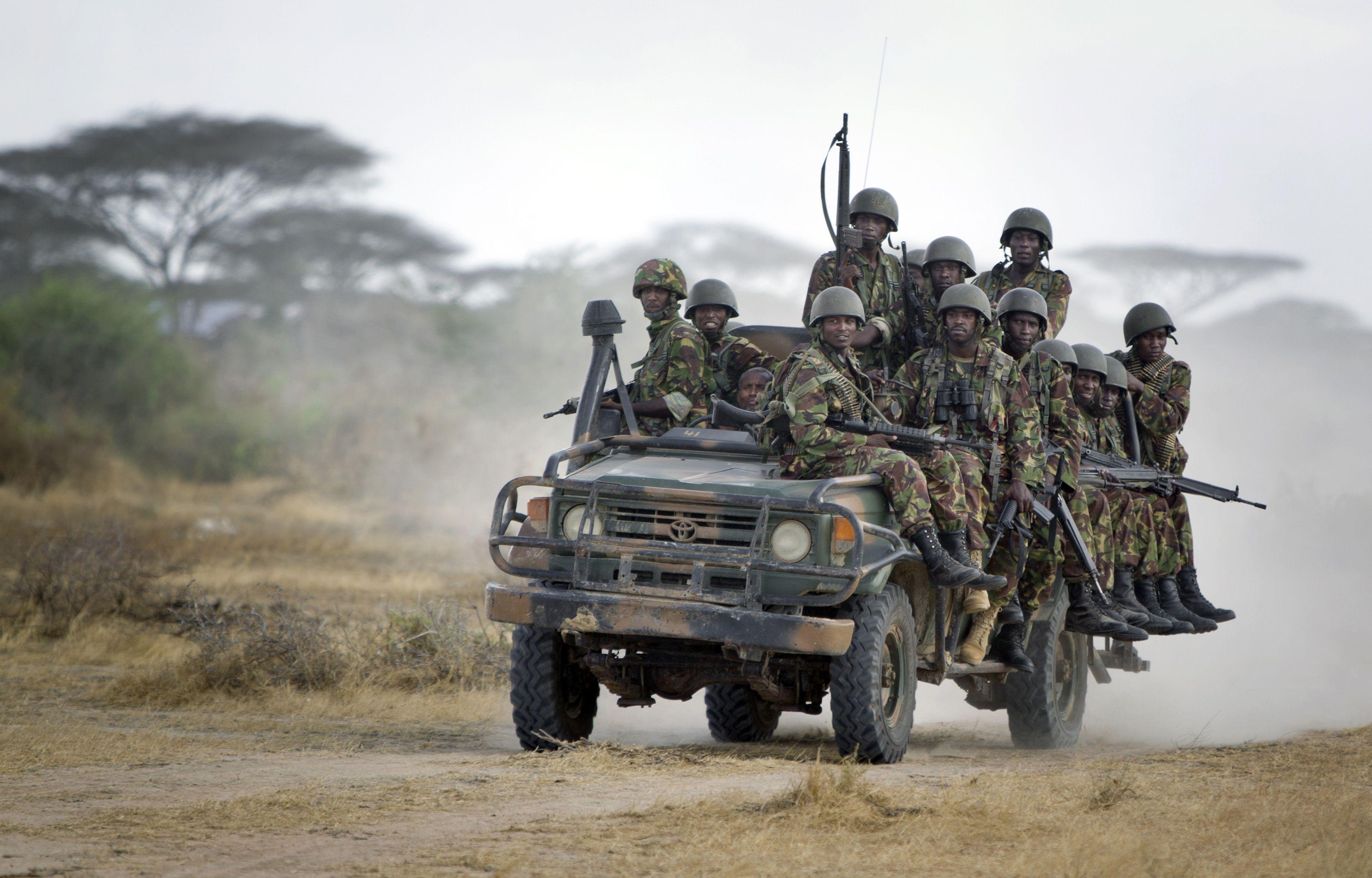 Patrulla. Soldados kenianos salen de una base montada en Somalía.