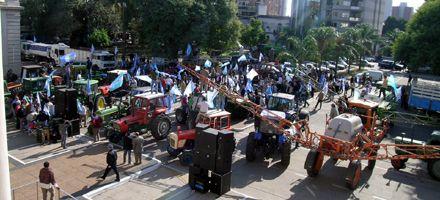 La protesta agropecuaria llegó a la Casa Gris y Binner recibió a los productores