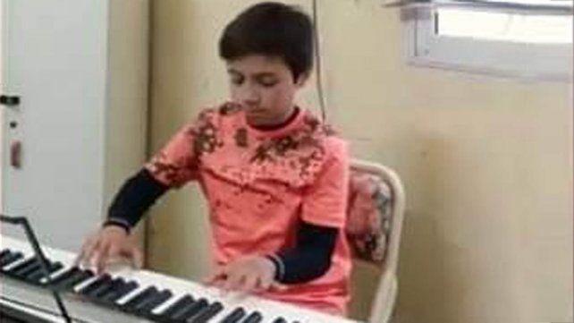 Video: Bautista, el pianista de 11 años de Carlos Pellegrini que emocionó a Fito Páez