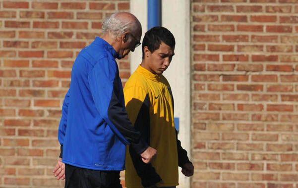 Charla. Bianchi habla con el pibe Acosta durante el entrenamiento de ayer.