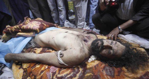 Los revolucionarios libios mataron a Kaddafi luego de capturarlo