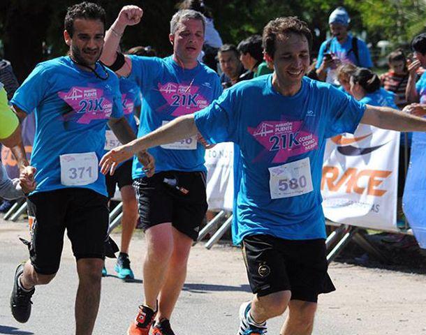 Hombres y mujeres participaron de la tradicional competición. (Foto: Facebook Maratón Puente Rosario-Victoria)
