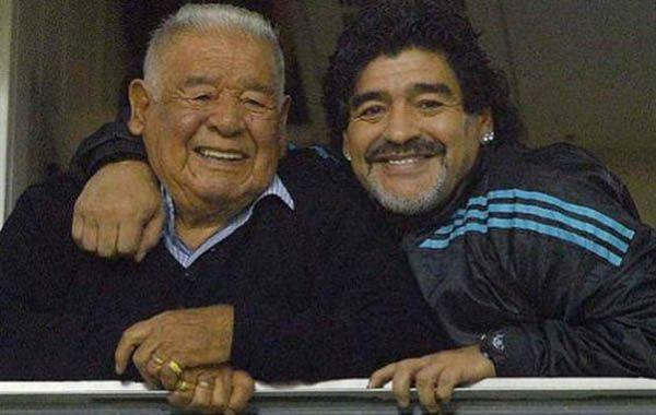 Don Diego y Diego Maradona juntos en la Bombonera.