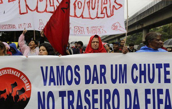 Enojo. Paulistas siguieron protestando contra la Fifa y los excesivos gastos públicos por la Copa Confederaciones.