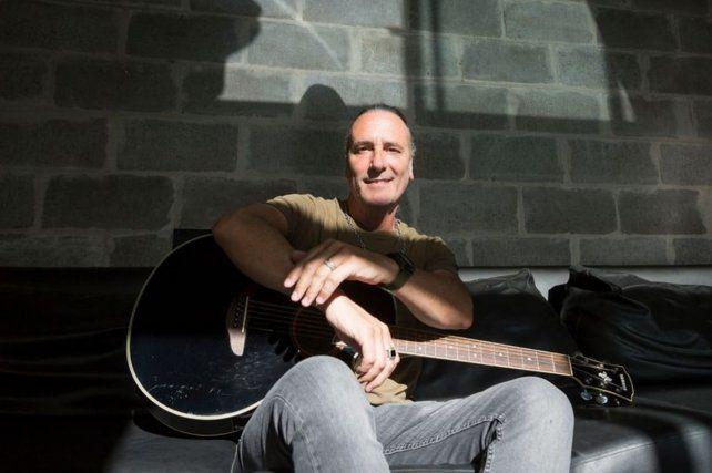 El cantante nicoleño Manuel Wirtz está internado con coronavirus en el Hospital Durand