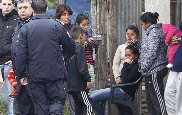 Atroz. Los vecinos lloran la desgracia que enlutó al barrio El Pericón.