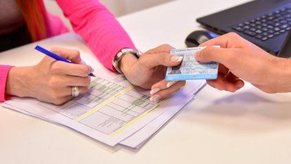 El atraso en la renovación de las licencias de conducir llegan, en algunos casos, a un año.