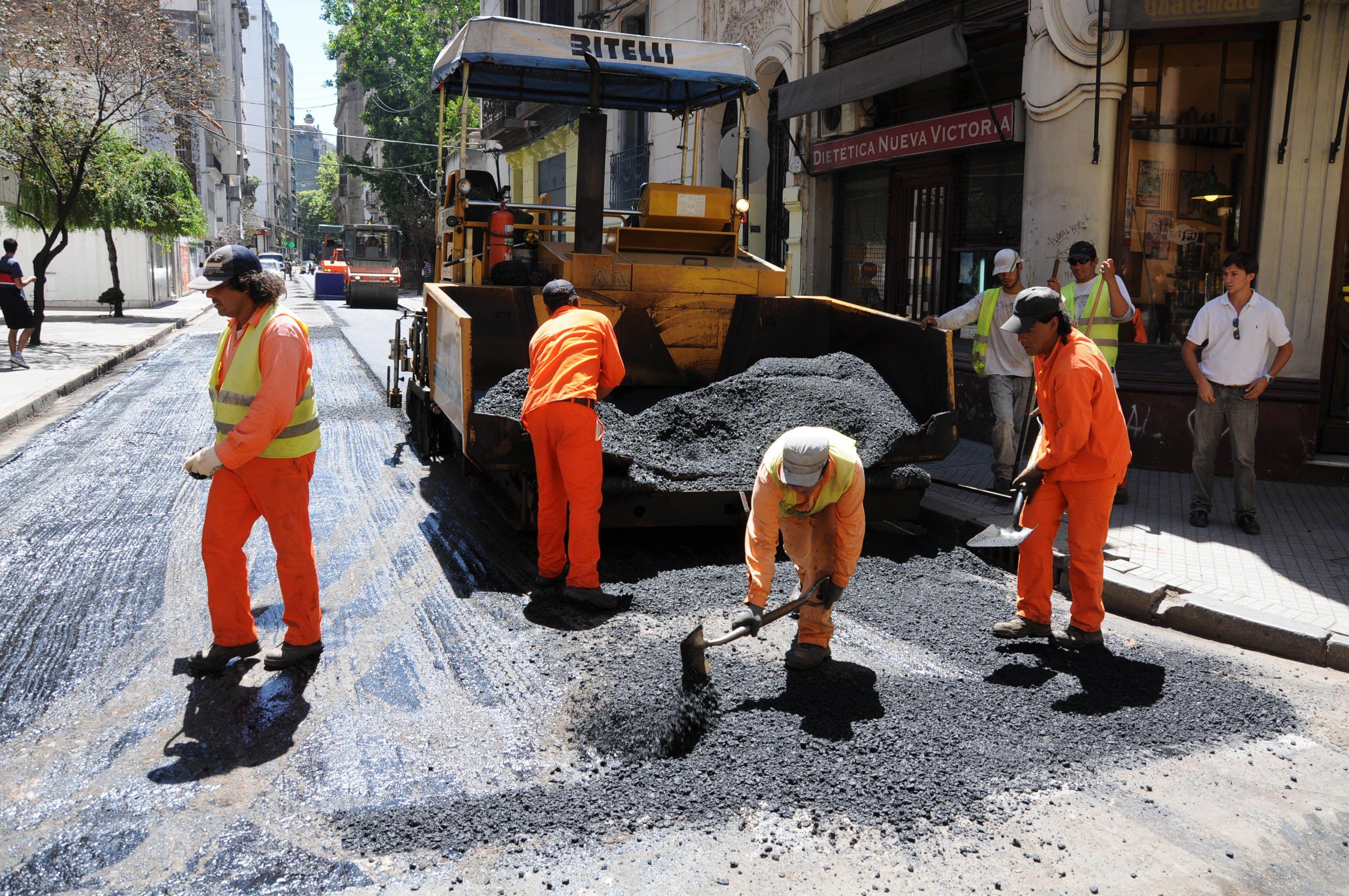 Uno de los sectores del centro donde se trabaja en bacheo y mantenimiento del asfalto.