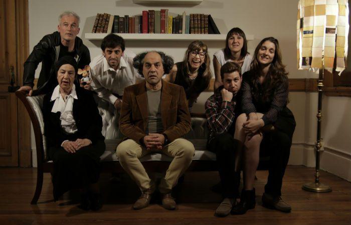 El elenco de la obra que toma con humor los laberintos de la mente humana.