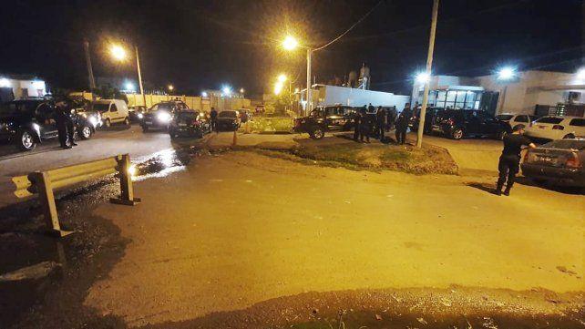 Desde una moto acribillaron el frente de la comisaría 32ª con una ametralladora
