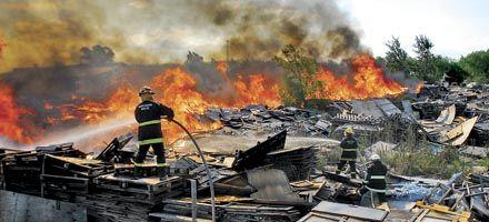 Arroyo Seco: ardió una cava con maderas y la ciudad quedó sin luz