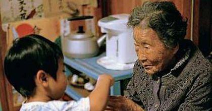 Gobierno de Japón reduce costos de regalos para los que cumplen 100 años