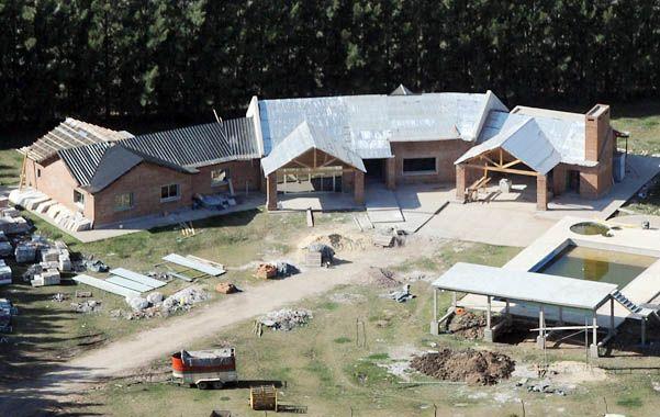La casa que los Cantero construyen en una chacra de Pérez