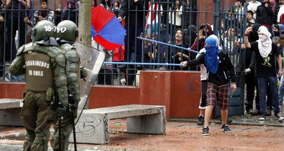 Los estudiantes y la policía chocan en Chile tras el fracaso del diálogo