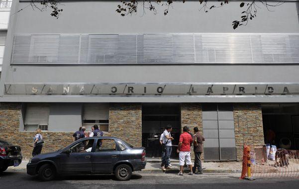 Vigilia. Los médicos del centro asistencial donde el chofer está internado evaluarán hoy un posible daño neurológico.