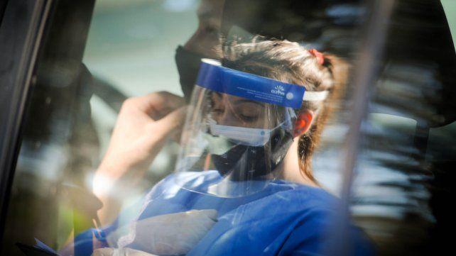 Hubo 2.409 nuevos contagios de Covid-19 en la provincia y 722 en Rosario