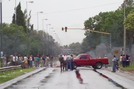El paro municipal en Baigorria ya cumplió una semana y se profundiza