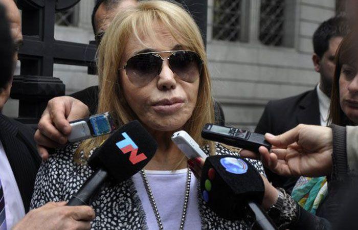 La madre de Carlitos Menem Jr reclamó saber quién provocó la muerte de su hijo.