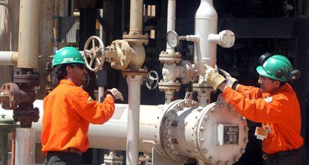 De Vido se reúne con directivos de Petrobras por la quita de concesiones