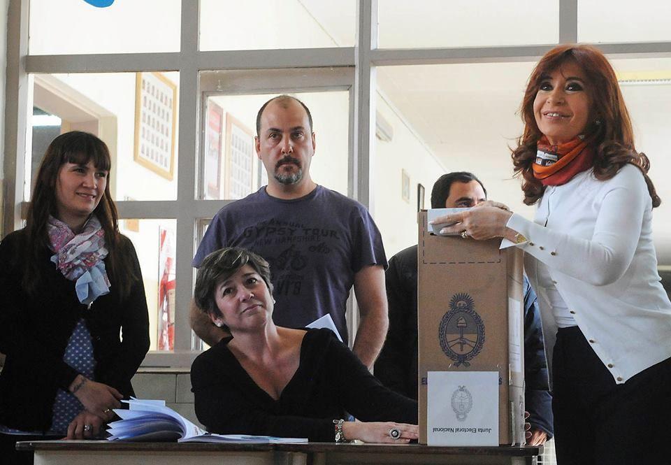 La presidenta emitió su voto en la mesa 567 de la Escuela Nuestra Señora de Fátima de Río Gallegos.