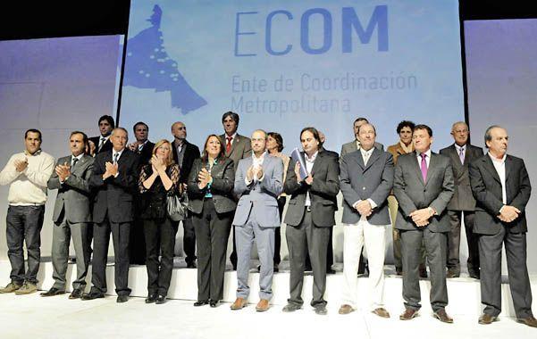 Todos juntos. Los mandatarios se reunieron para firmar un acuerdo de trabajo conjunto. (Foto: M. Bustamante)