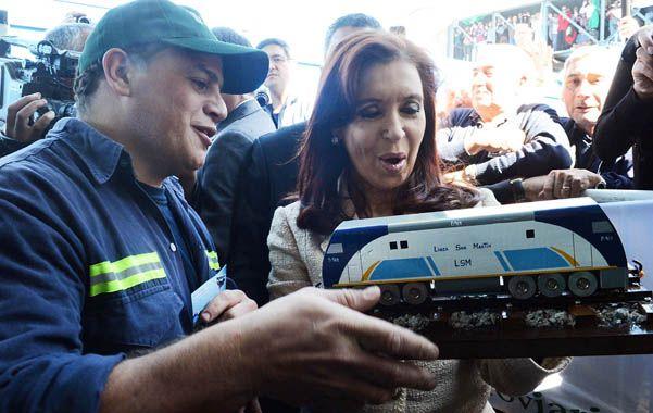 Sobre rieles. Cristina presentó ayer en Buenos Aires las nuevas locomotoras del Ferrocarril Sarmiento.