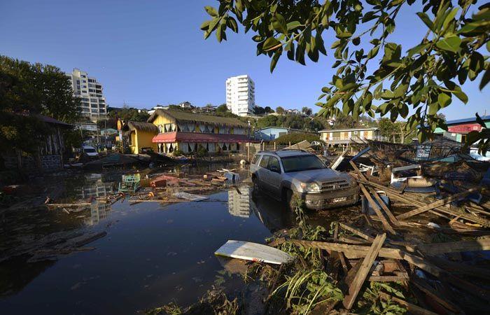 Un millón de personas debieron ser evacuadas tras el temblor que sacudió anoche a Chile. (Foto. Ap)