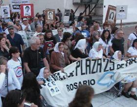 Miles de rosarinos colmaron el Monumento para pedir por memoria, verdad y justicia