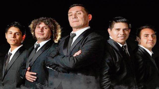 La banda a Pleno. Roberto Tito Pennesi (centro) está al frente de la agrupación que toca hoy en Rosario.