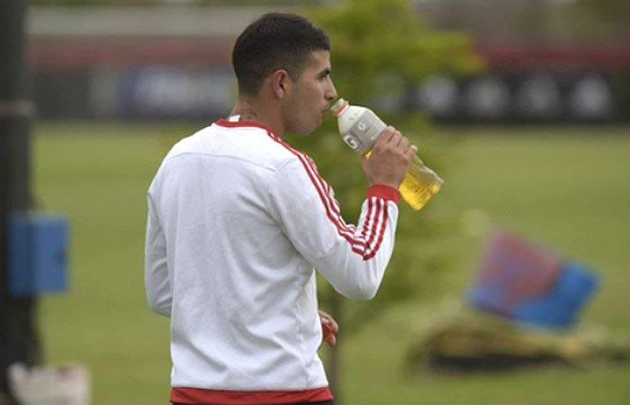 El defensor de Newells Gabriel Báez sufrió una fractura de peroné