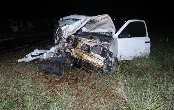 Violento impacto. El VW Gol y el Fiat Uno chocaron a minutos de la medianoche.(Gentileza Diario UNO de Santa Fe)