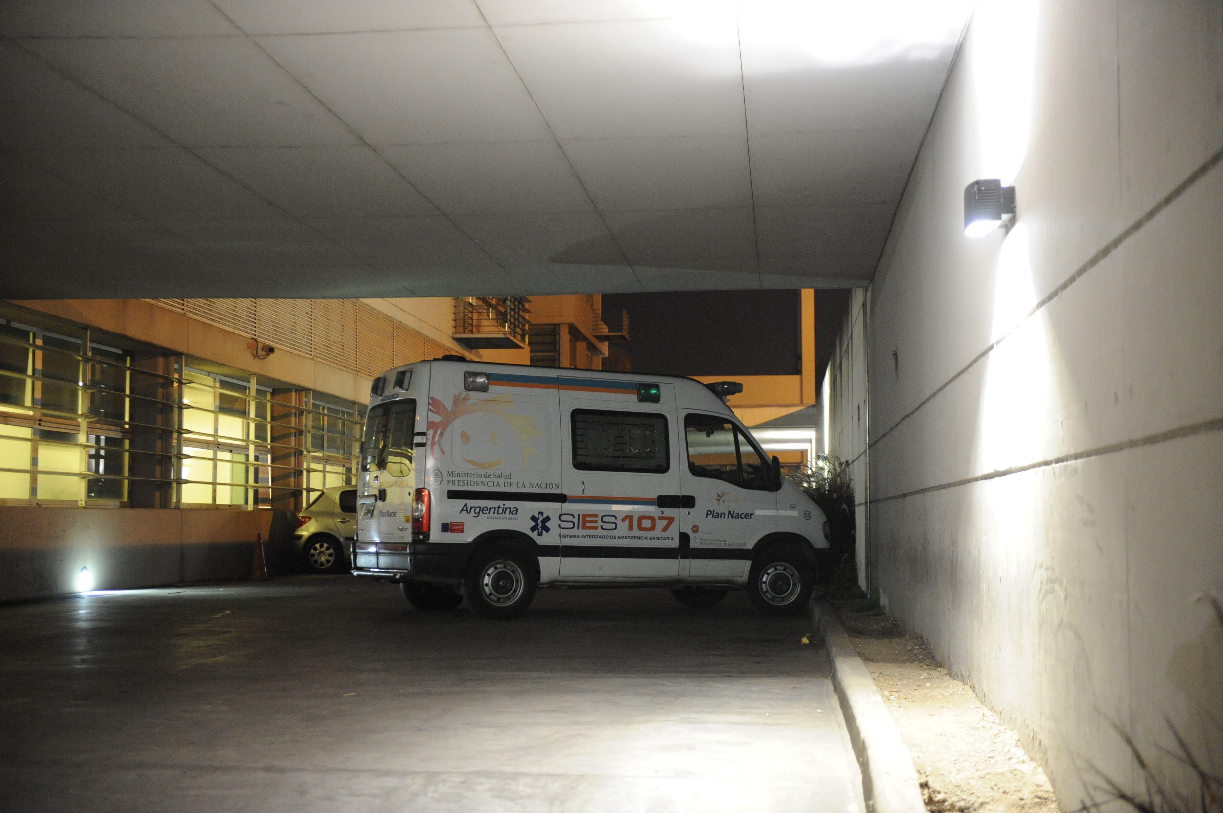 La víctima es atendida en el Hospital Clemente Alvarez. Está muy grave. (Foto: H. Río)