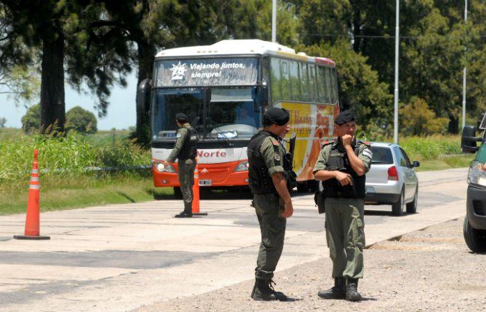 En varias rutas de la provincia se incrementó la revisión de todo tipo de vehículo. (Foto: DyN)