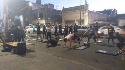 Seis gimnasios de zona sur dieron clase en plena calle en protesta contra las restricciones