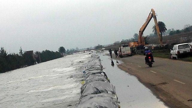 Siguen las obras en la ruta 90 para contener las aguas de la laguna de Melincué.
