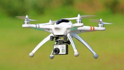 Vecinos de Villa California denuncian que de noche son observados por un drone