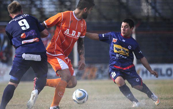 Volvió a marcar. Juan Fernández anotó el descuento para los charrúas .