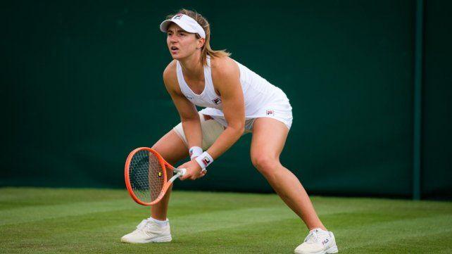 Nadia Podoroska cumplió con un gran partido en su debut absoluto en el main draw de Wimbledon y se llevó la victoria.