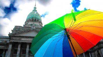 En julio de 2010, Argentina se convirtió en el primer país de América Latina en reconocer el derecho a matrimonio entre personas del mismo sexo a nivel nacional.