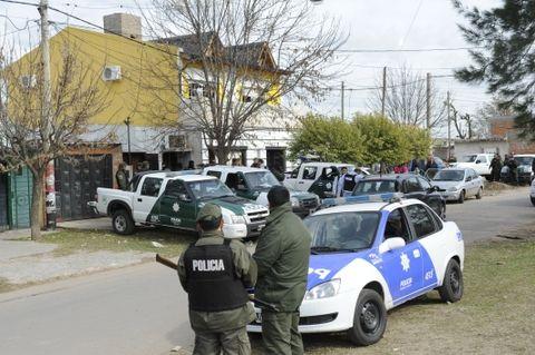 Allanamientos y detenciones en la villa 17 de agosto detras del casino