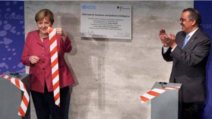 El director general de la OMS, Tedros Adhanom Ghebreyesus y la canciller alemana Angela Merkel durante el acto de presentación del nuevo organismo.