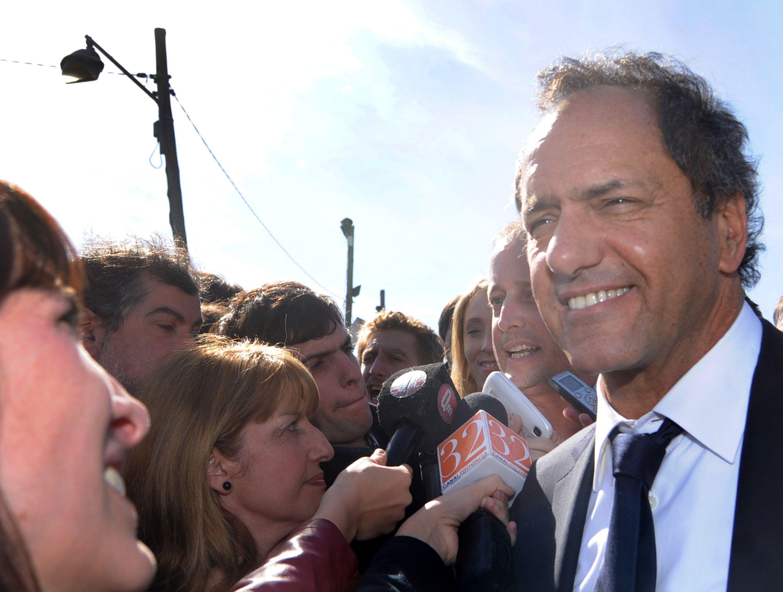 defender la gestión. Scioli se cargó todo el peso de la campaña electoral.