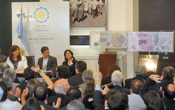 por la memoria. La presidenta destacó la lucha de Madres y Abuelas al presentar el nuevo billete en su honor.