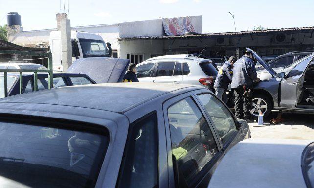 La Policía Federal en uno de los allanamientos realizados ayer.